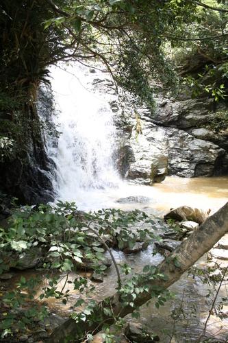 ター滝の近くの滝にて