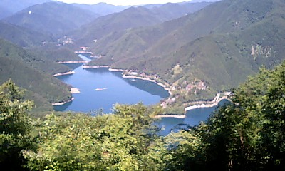 Lake_okutama_1